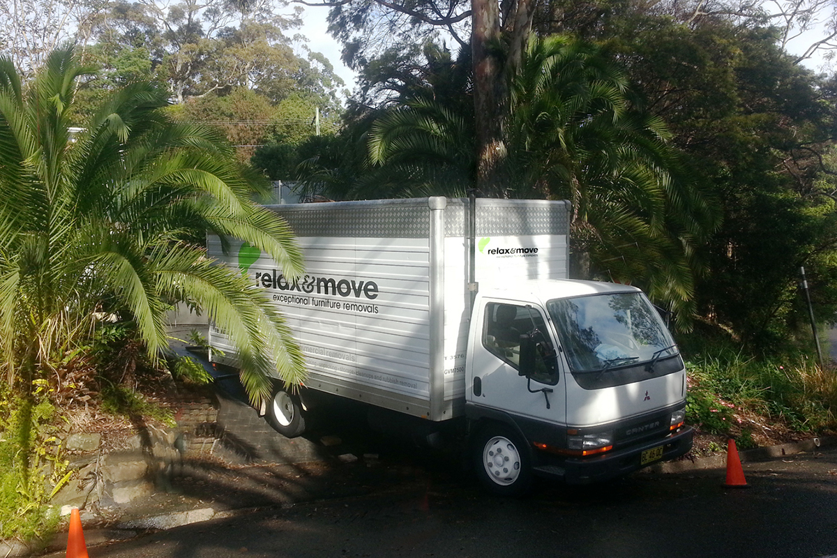 Whangarei Removals small truck parked on a steep drive for unloading